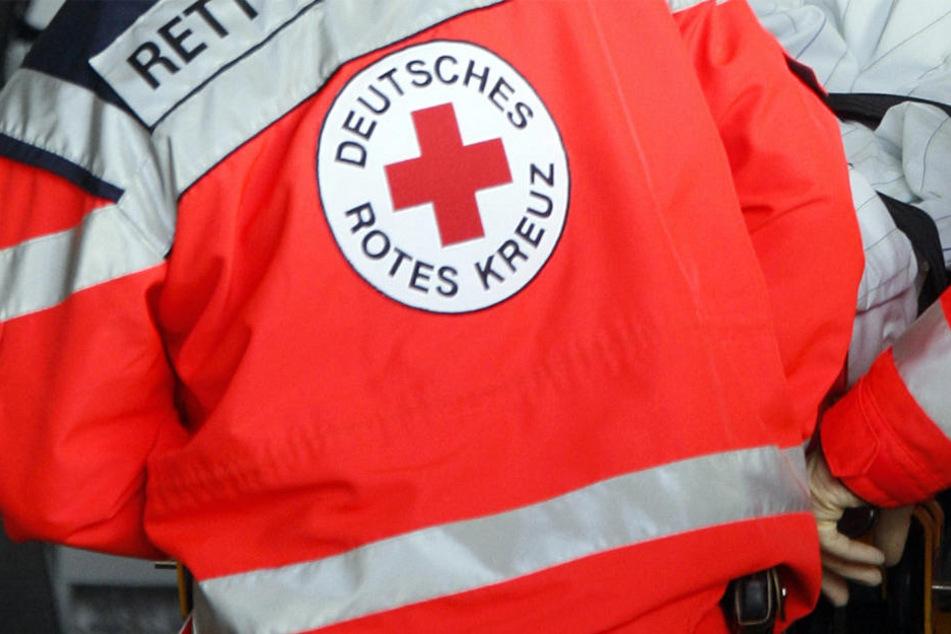 Die Zwölfjährige kam mit dem Verdacht auf Rückenverletzungen in eine Klinik (Symbolbild).