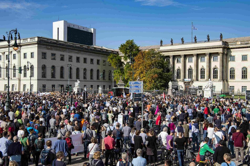 2019 demonstrierten zahlreiche Teilnehmer gegen Antisemitismus.
