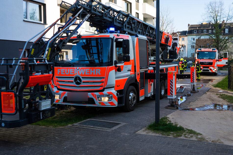 Die Frankfurter Feuerwehr am Freitagnachmittag bei ihrem Einsatz in Niederrad.