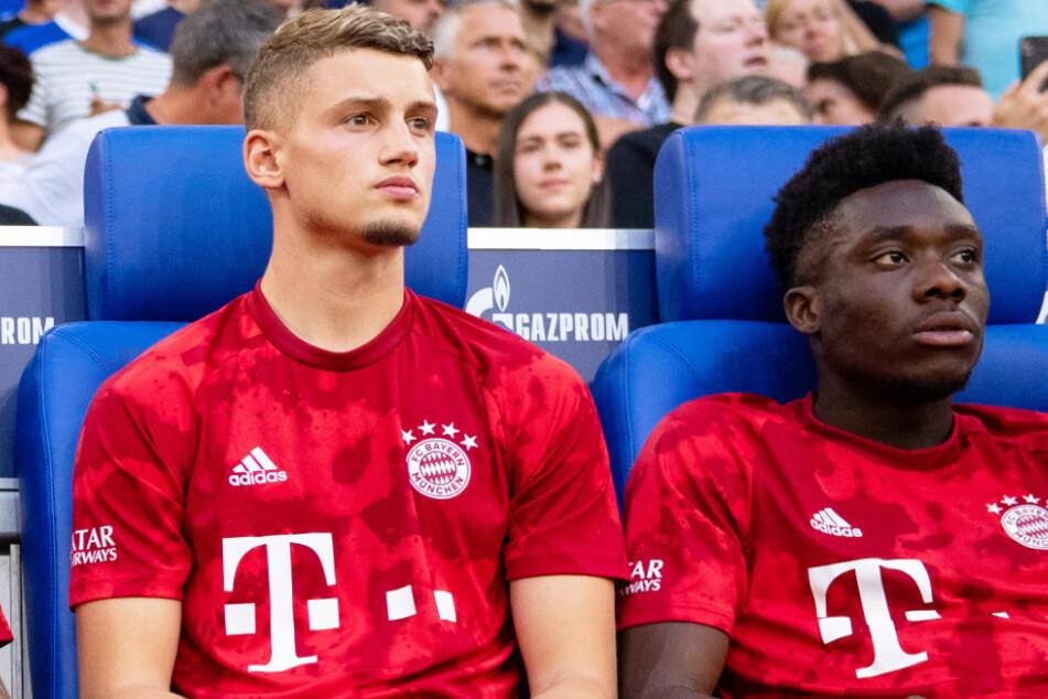 Michaël Cuisance (21, l.) steht wohl vor einem Wechsel in die Premier League zu Leeds United. Es wäre der nächste Abgang beim FC Bayern München.