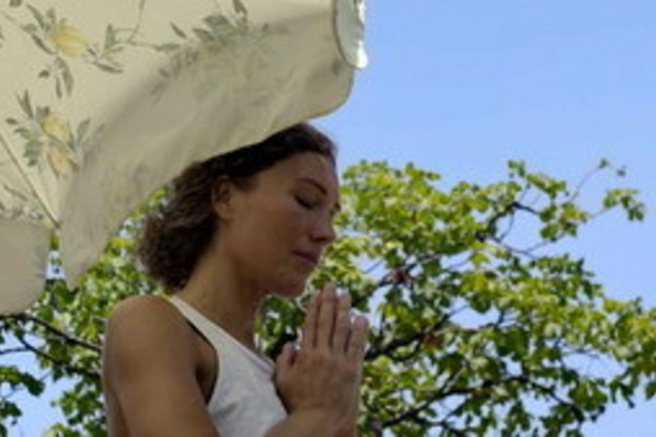 Ranja hat durch Yoga gelernt, wieder mehr auf ihren eigenen Körper und ihr Wohlbefinden zu achten.