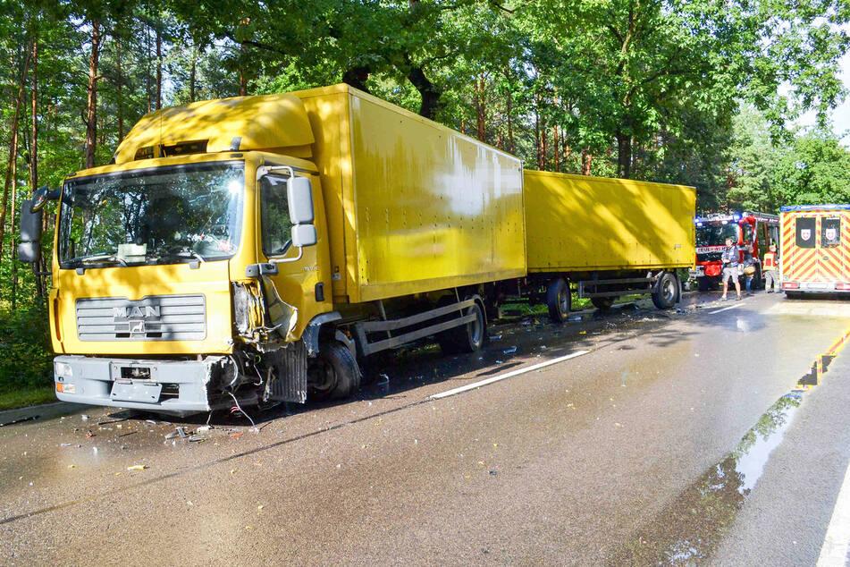 Direkt unter dem Laster-Fahrer krachte der Opel rein.