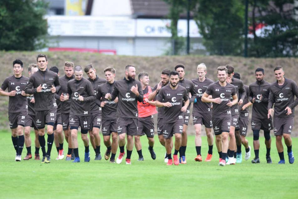 Zweimal geht es in der kommenden Saison gegen den HSV ran. Die Mannschaft des FC St. Pauli trainiert ab jetzt für den Sieg.