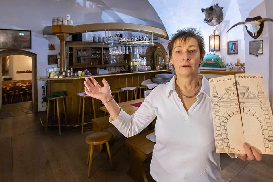 """Carola Wolf (55) hört nach 23 Jahren als Burg-Wirtin auf. Ihr Tipp: """"Wer noch Gutscheine hat, sollte sie bald bei uns einlösen."""""""