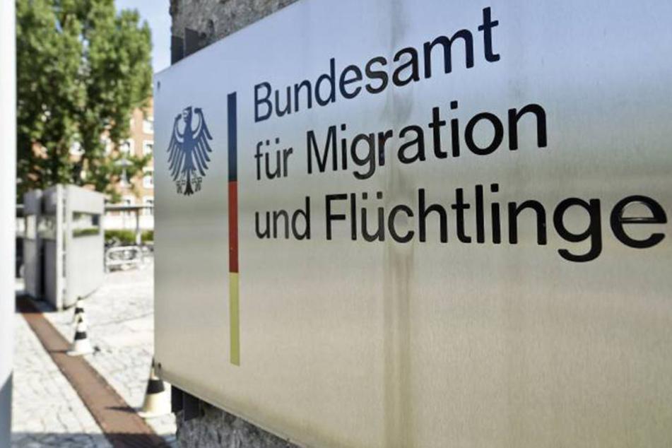 Im Bundesamt für Migration und Flüchtlinge sollen Fälschungen zwar bemerkt, aber nicht angezeigt worden sein.