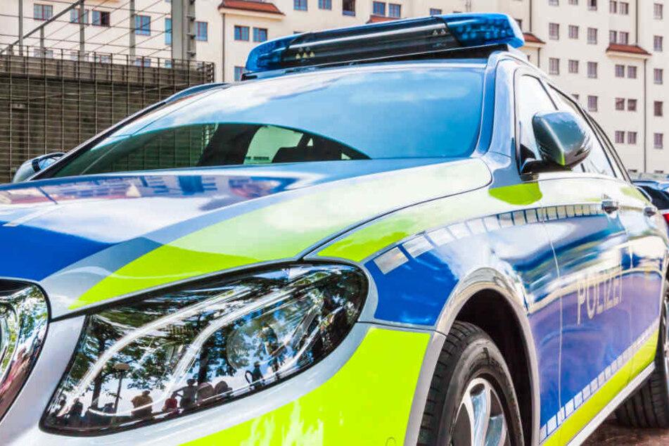 Die Polizei nahm einen Randalier fest, der in der Äußeren Neustadt unter anderem einen Mann angegriffen hatte. (Symbolbild)