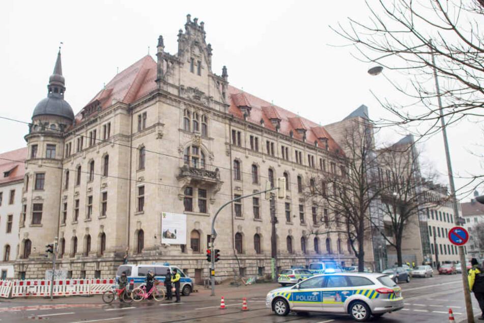 Das Landgericht in Magdeburg wurde nach der Bombendrohung am Freitagvormittag geräumt.
