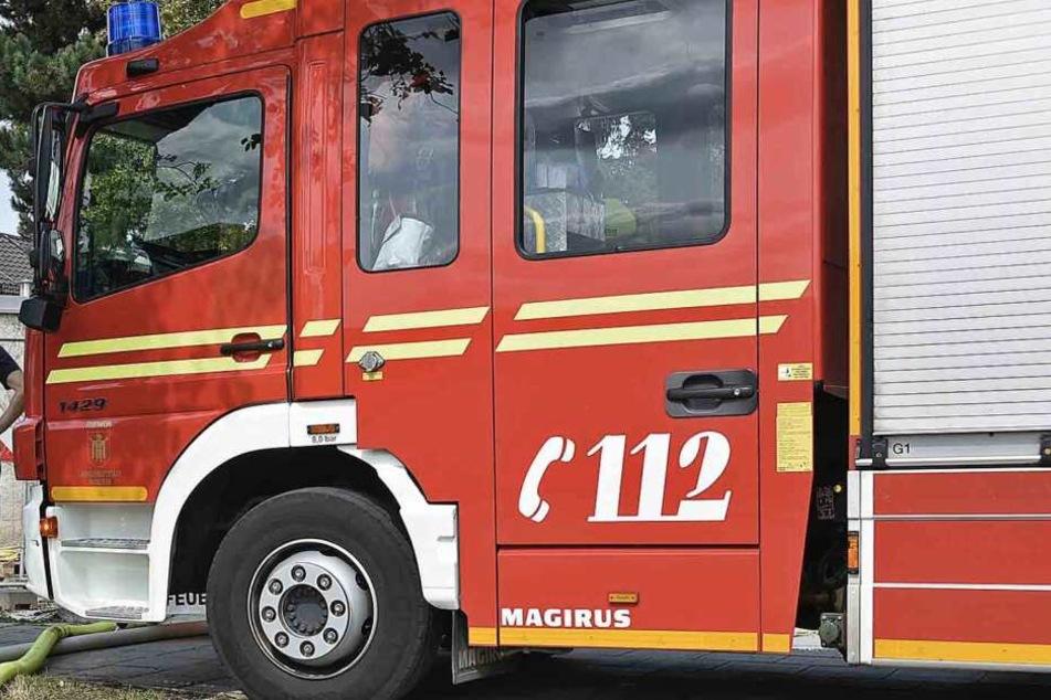 Die Feuerwehr musste die Unfallstelle aufräumen und den Verkehr regeln. Dafür will der Kläger nicht bezahlen. (Symbolbild)