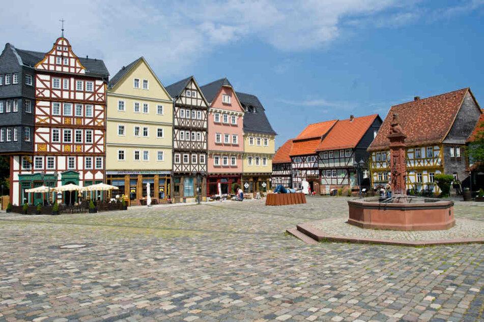 Im Hessenpark in Neu-Anspach kann man klassische Fachwerkhäuser sehen.