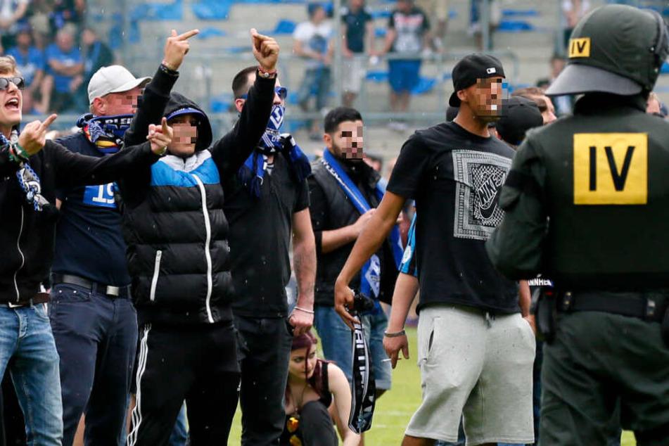 Die Fans von Waldhof Mannheim sind bekannt für ihre Aggression: Hier beim Aufstiegsspiel gegen Lotte 2016.