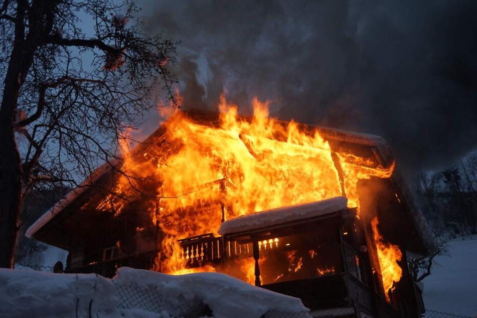 Flammen-Inferno: Deutsche Urlauber retten sich in letzter Sekunde