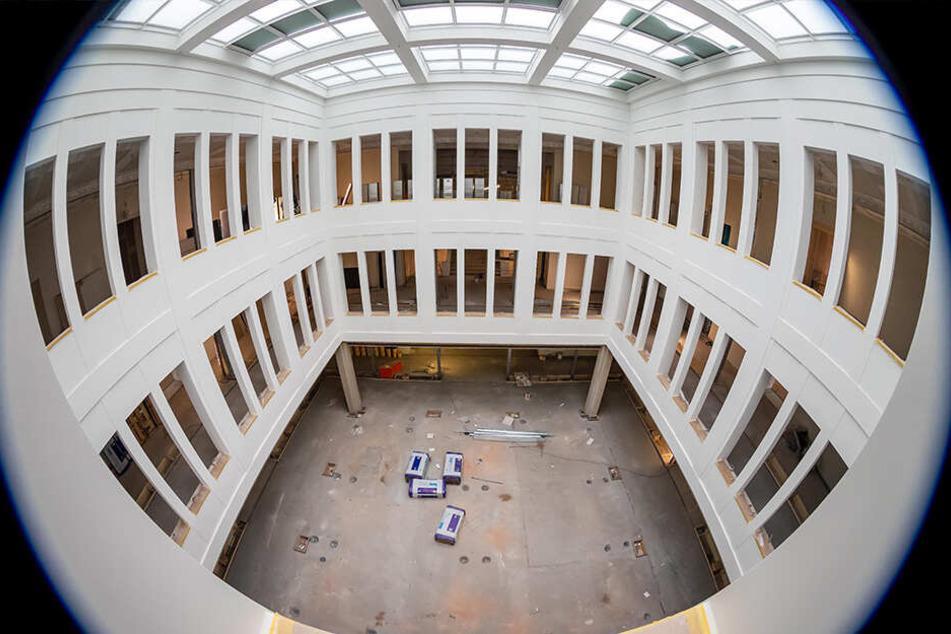 Dank eines doppelten Glasdachs im Atriums erhält der künftige Lesesaal zwei Etagen tiefer Tageslicht.
