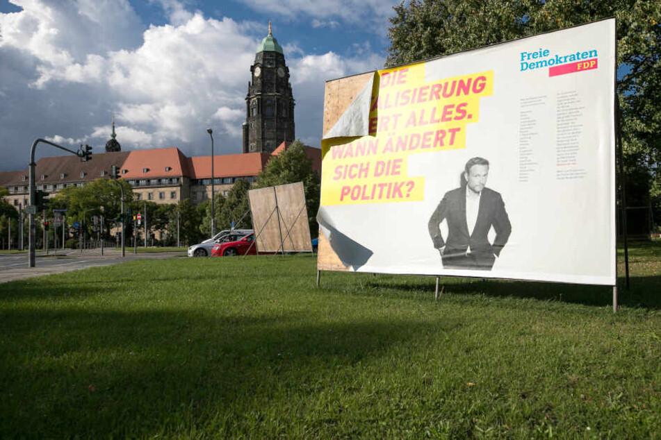Die FDP hat rund 250 Plakatgroßflächen in Sachsen aufgestellt. Der Ersatz  zerstörter Plakate geht ebenfalls ins Geld.