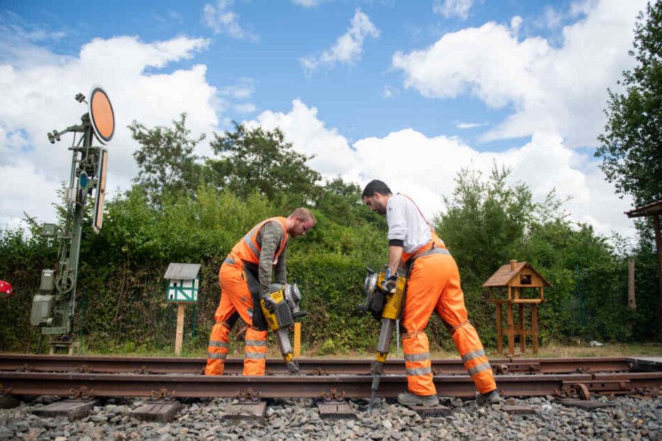 Die Deutsche Bahn nutzt die Sommerferien zu umfangreichen Bauarbeiten an ihrem Schienennetz in NRW.