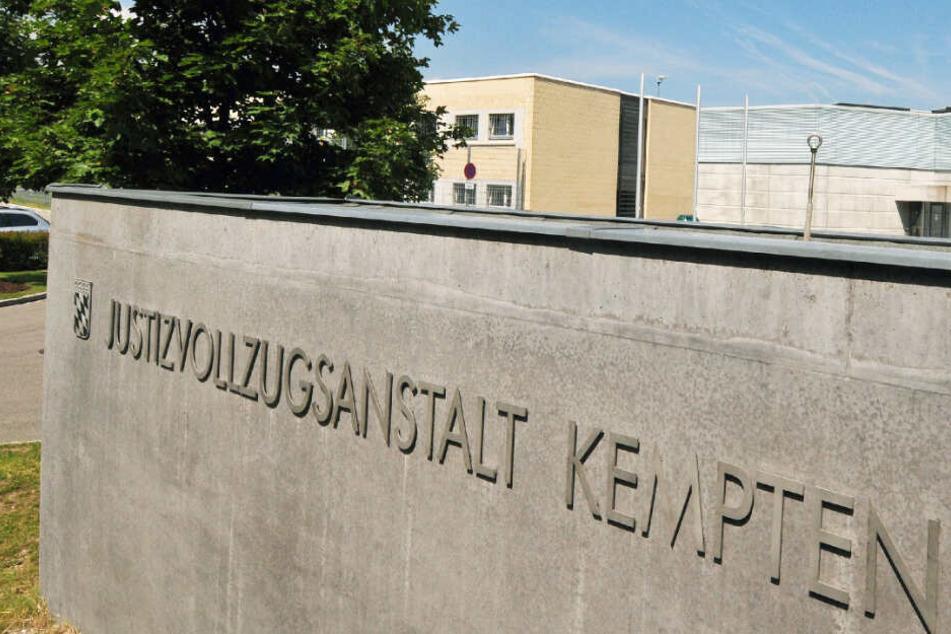 Die Übergriffe auf den Mithäftling ereigneten sich in der JVA Kempten. (Archivbild)