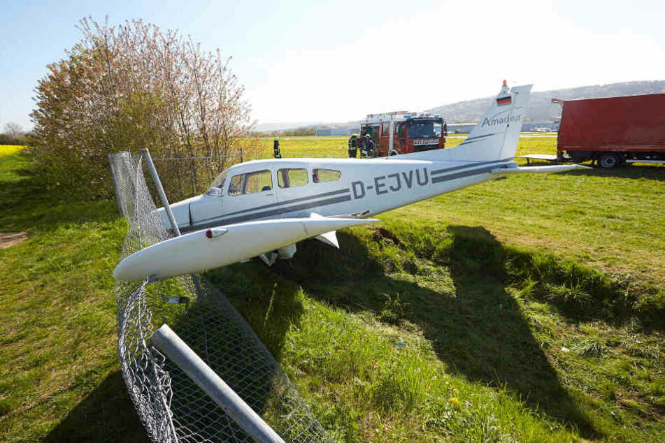 Der Pilot blieb unverletzt, sein Co-Pilot zog sich leichte Blessuren zu. (Symbolbild)
