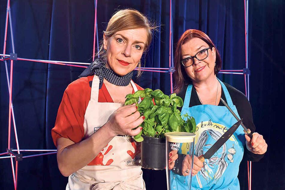 Singen im Boulevardtheater alte Küchenlieder: Beate Laaß (l.) und Kati Grasse.