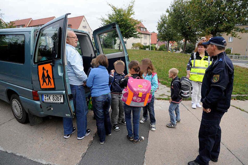 Die Schülerbeförderung im Landkreis Zwickau wird teurer. Auch, weil immer öfter Taxi-Unternehmen einspringen müssen.