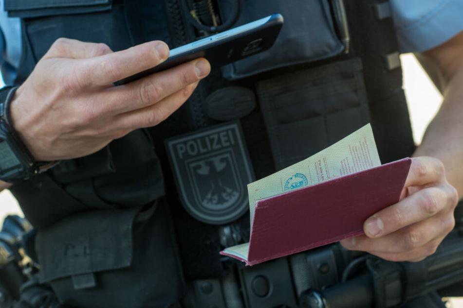 Die Polizei sucht mit Hochdruck nach dem 24-Jährigen. (Symbolbild)