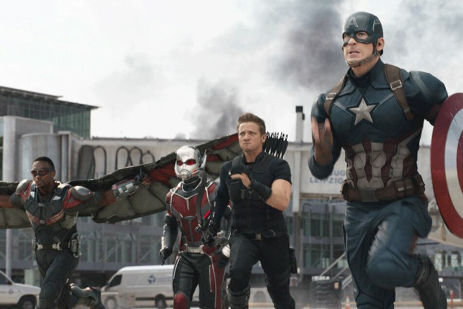 Avengers-Superstar bricht sich beide Arme am Set!