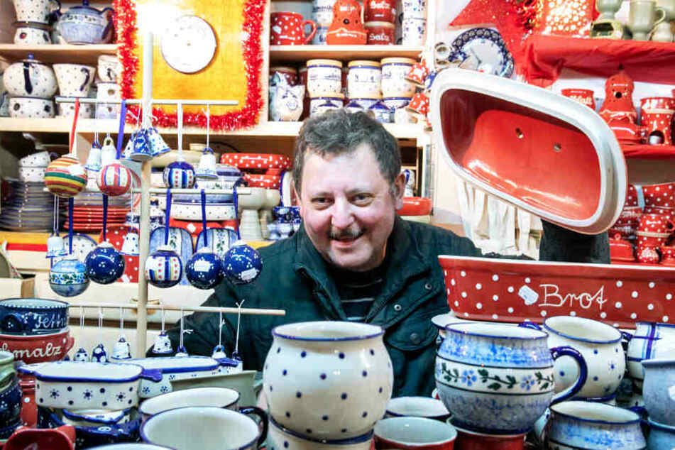 Die Töpferei von Jens Frommhold (55) verkauft schon lange selbst hergestelltes Geschirr auf dem Striezelmarkt.