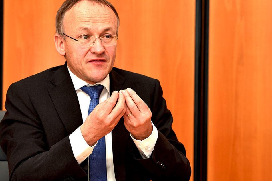 Sportbürgermeister Peter Lames (52, SPD) will die Sportplatzgebühren erstmals  seit 2007 erhöhen.