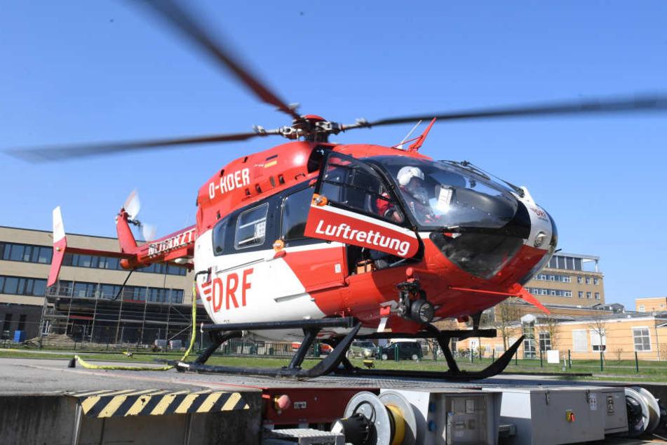 Der Mann wurde mit einem Rettungshubschrauber in eine Klinik geflogen. (Symbolbild)