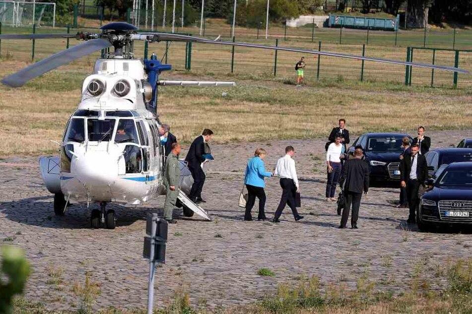 Gegen 16.45 Uhr ist Angela Merkel mit dem Hubschrauber der Luftwaffe im Ostra Gehege gelandet.