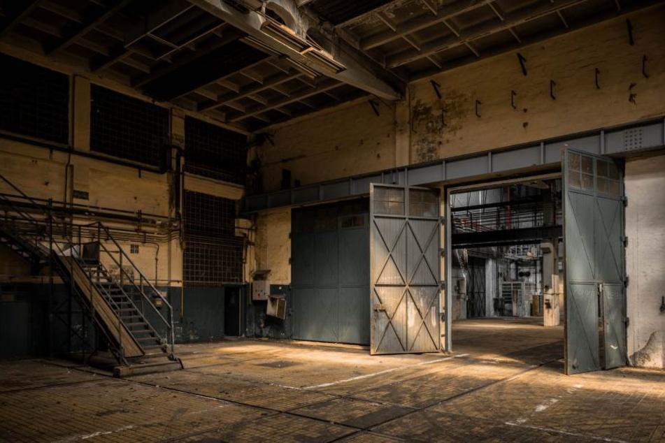 In einer Fabrik hat ein Mann drei Menschen getötet. Das Motiv war wohl Eifersucht. (Symbolbild).