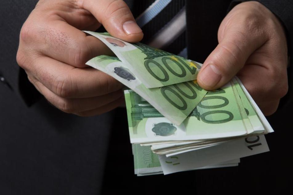 Insgesamt hatte der Täter 10.000 Euro von seinem Opfer erpresst.