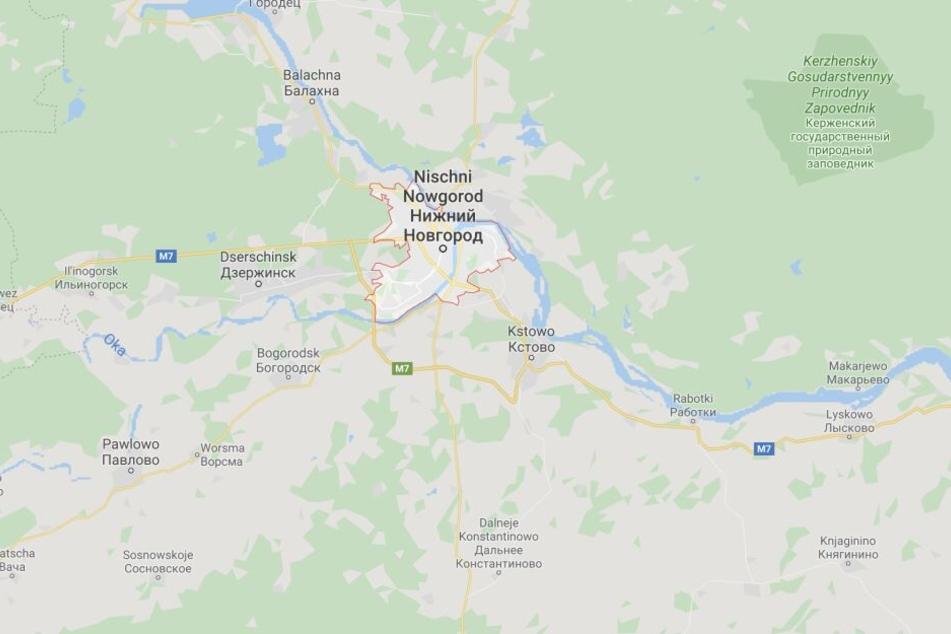 Bei einem Unfall in Russland ist ein Auto in eine Schulklasse geschleudert worden.