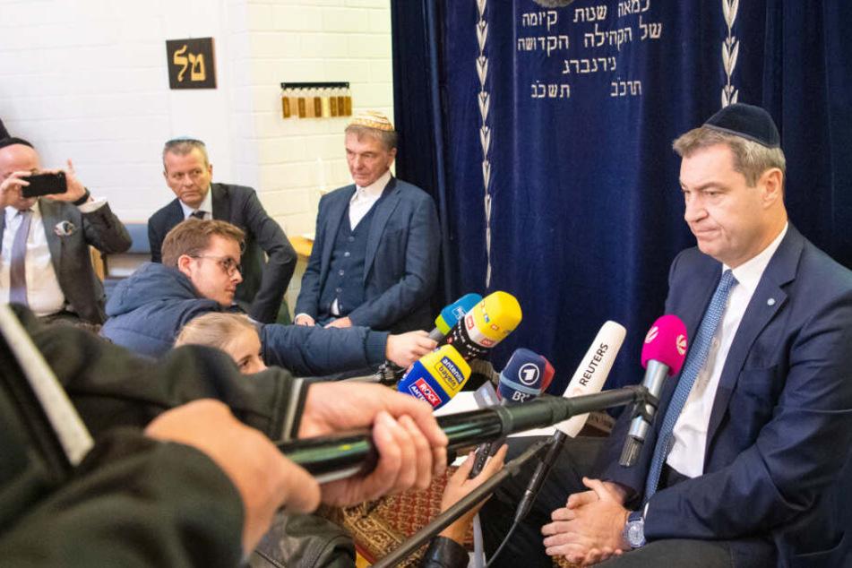 Markus Söder (CSU) nahm in der Synagoge der Israelitischen Kultusgemeinde Nürnberg an einem Gespräch teil.