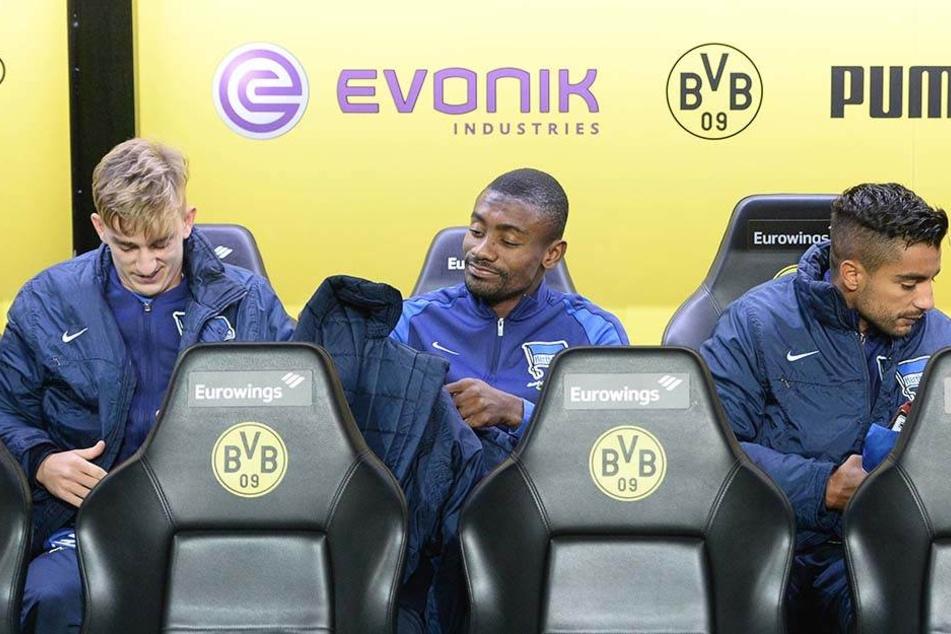 Sinan Kurt (links) sitzt auch bei Hertha BSC meist nur auf der Bank.