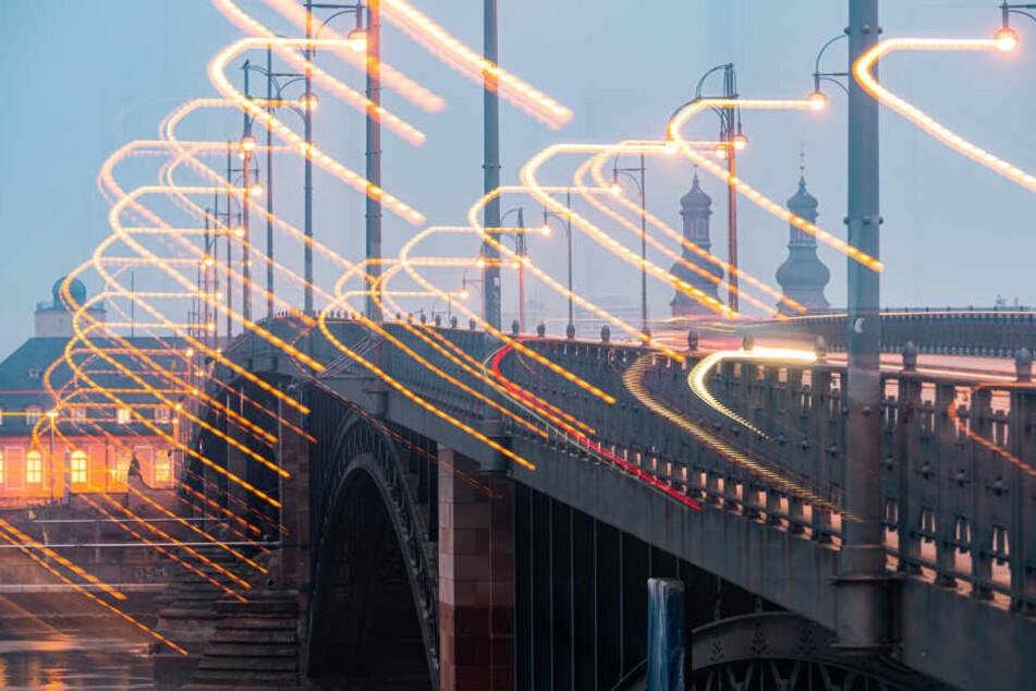 Die Sperrung der Theodor-Heuss-Brücke soll etwa vier Wochen andauern.