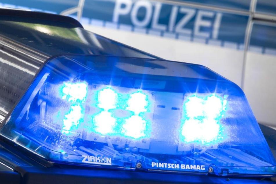 Die Polizei nahm schließlich einen 30-Jährigen und eine 56-jährige Frau fest. (Symbolbild)