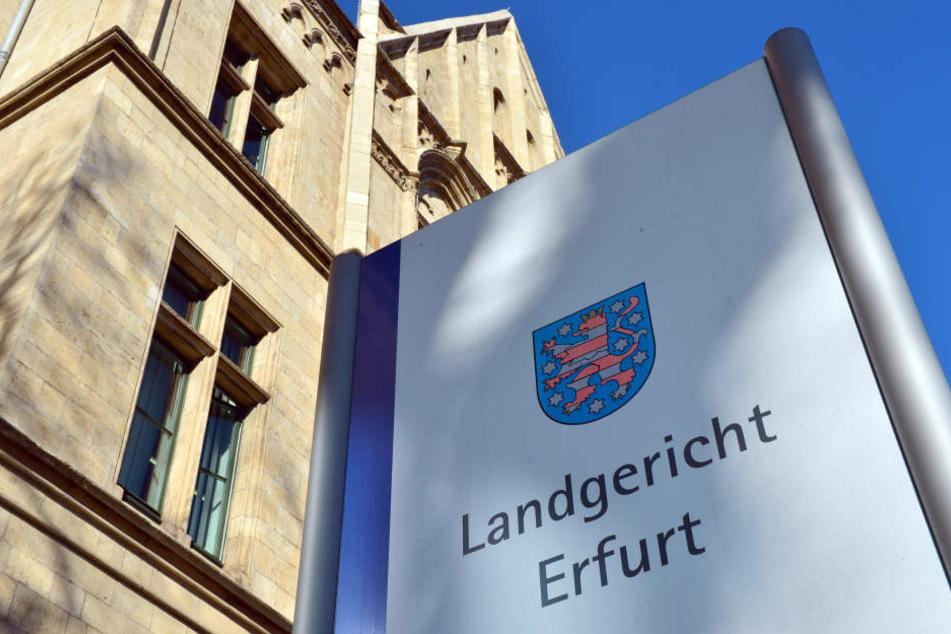In Erfurt sitzen vier Männer aus dem Rockermilieu auf der Anklagebank.