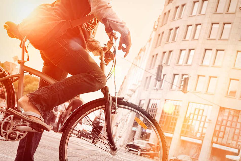 Auf seinem Fahrrad machte sich der Grapscher aus dem Staub. (Symbolbild)