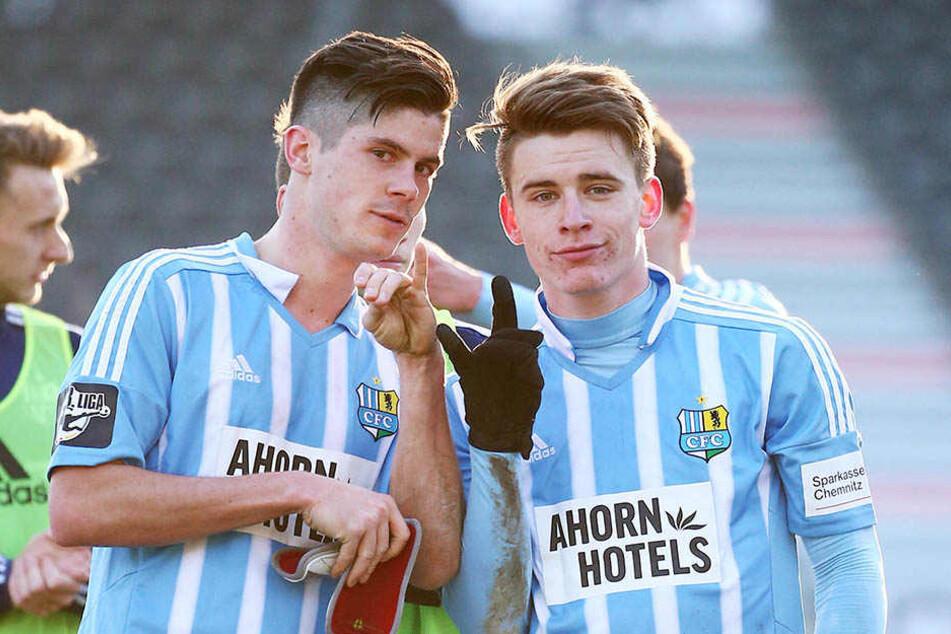 Die beiden Torschützen Dennis Mast (l.) und Florian Hansch konnten nach dem Abpfiff zufrieden sein.