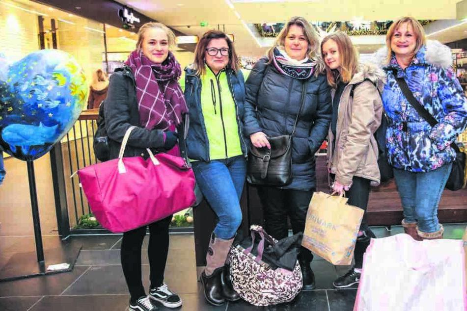 Einkaufen satt zu guten Preisen. Das lockt diese Mädelsrunde aus Prag nach Dresden.