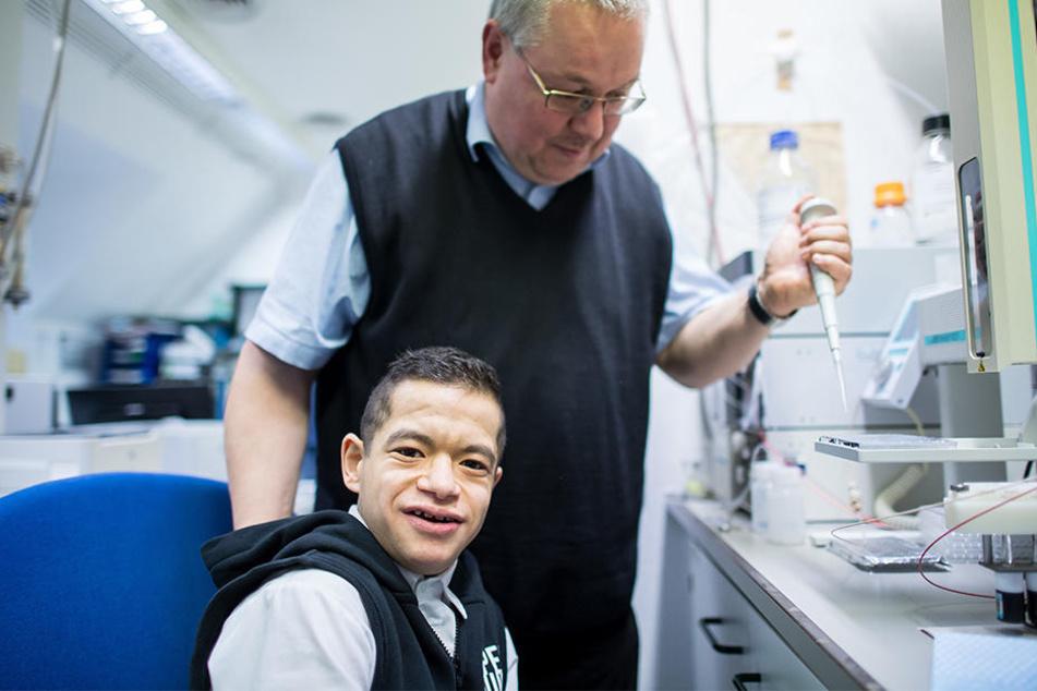 Thorsten Marquardt, Facharzt für Kinder- und Jugendmedizin an der Universitätsklinik in Münster betreut Jakob, der einer von drei Menschen auf der Welt ist, der gegen Rizin immun ist.