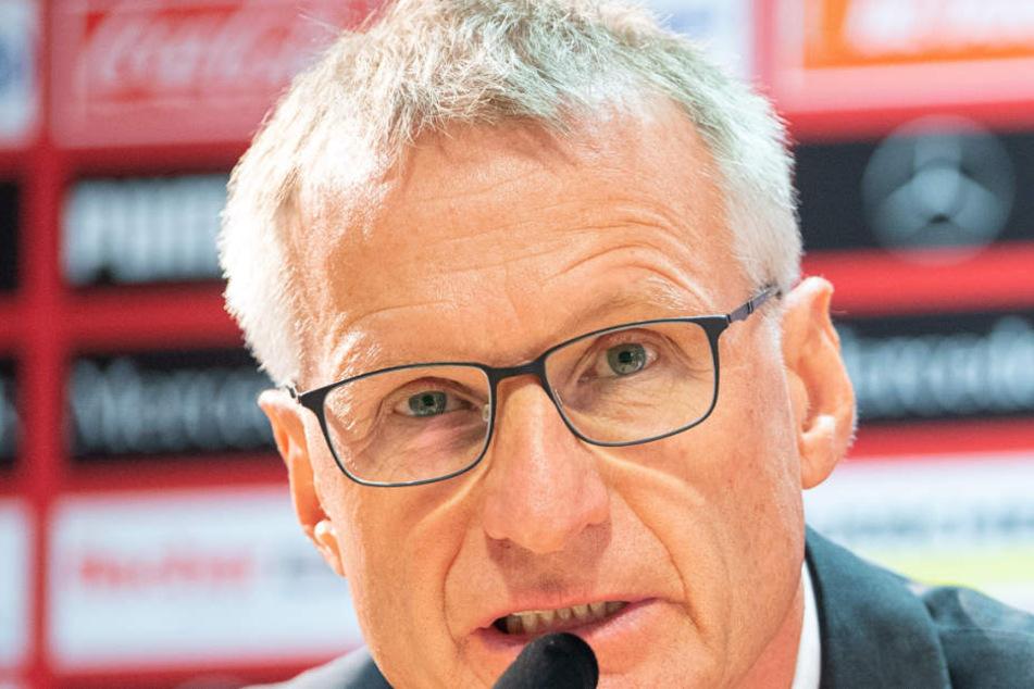 VfB-Sportvorstand Michael Reschke reagiert auf Hoeneß-Atttacke.