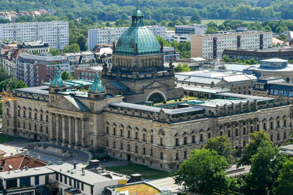 Urteil im Streit um die Vorratsdatenspeicherung: Das Bundesverwaltungsgericht in Leipzig hat am Mittwoch entschieden, dass sich der Europäische Gerichtshof mit der Angelegenheit befassen soll.