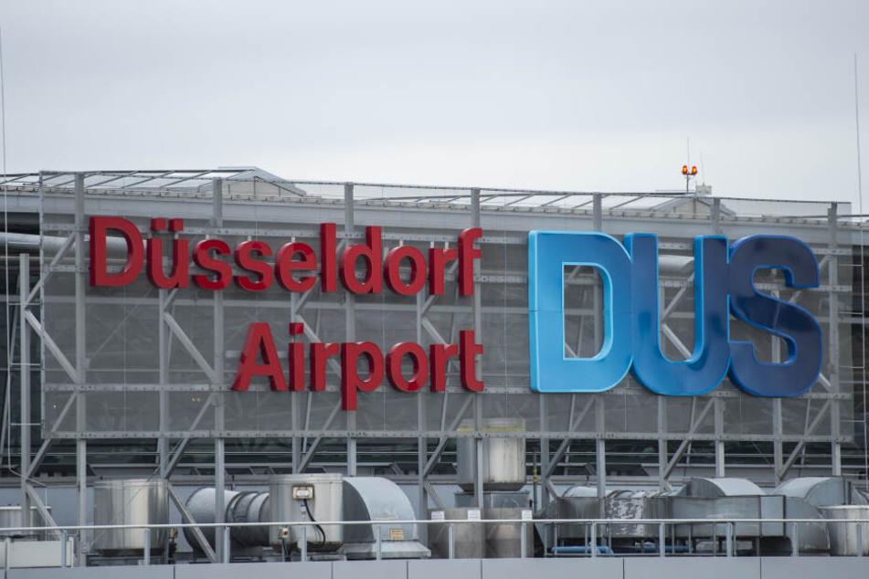Die Betrügerin wurde am Flughafen Düsseldorf erwischt.