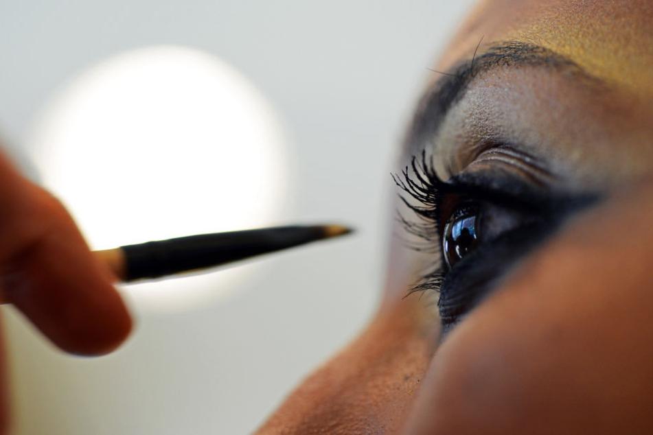 Bei Kosmetikprodukten greifen Deutsche immer häufiger zu L'Oreal-Produkten. (Symbolbild)