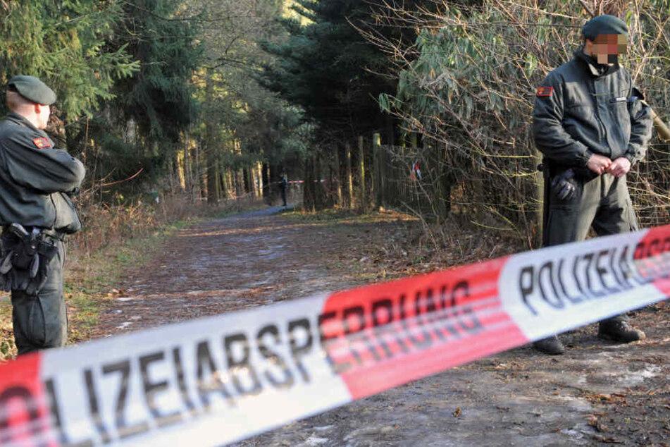 Die Polizei fand die Leiche des mutmaßlichen Täters in einem Waldstück. (Symbolbild)