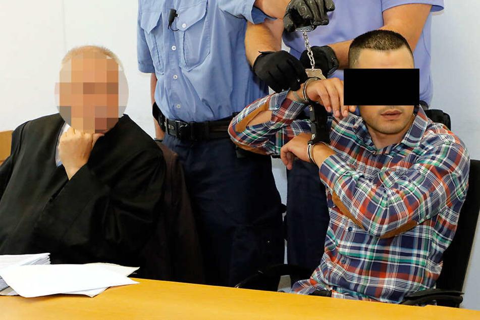"""Prozess um Messer-Attacke in Asylheim: """"Alles blutverschmiert"""""""