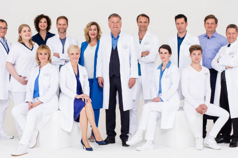 """Der Cast von """"In aller Freundschaft"""" wir den Zuschauern der Öffentlich-Rechtlichen in den kommenden Wochen öfter begegnen."""