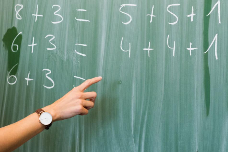 Eltern und Schüler können Lehrer auf der Plattform melden. (Symbolbild)