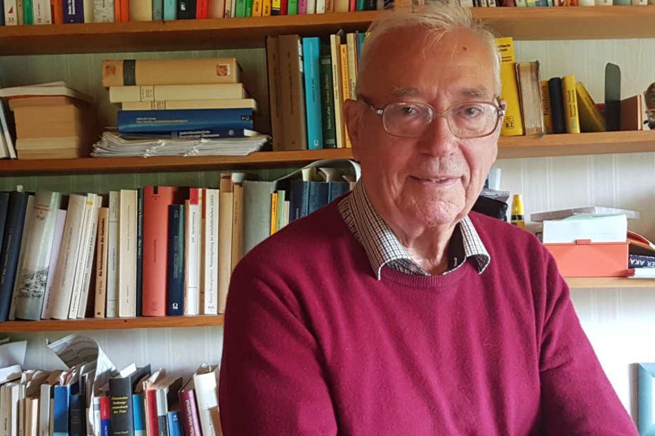 Der emeritierte Germanistik-Professor Hans Ramge untersucht die Nachnamen in Hessen.