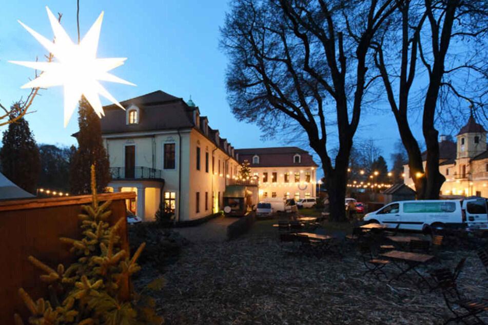 Der Weihnachtsmarkt auf Schloss Proschwitz wird auch in diesem Jahr wieder liebevoll geschmückt.